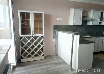 Винный шкаф в кухню