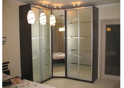 шкаф угловой с зеркалом, шкафы купе в алюм.профиле+пескоструй